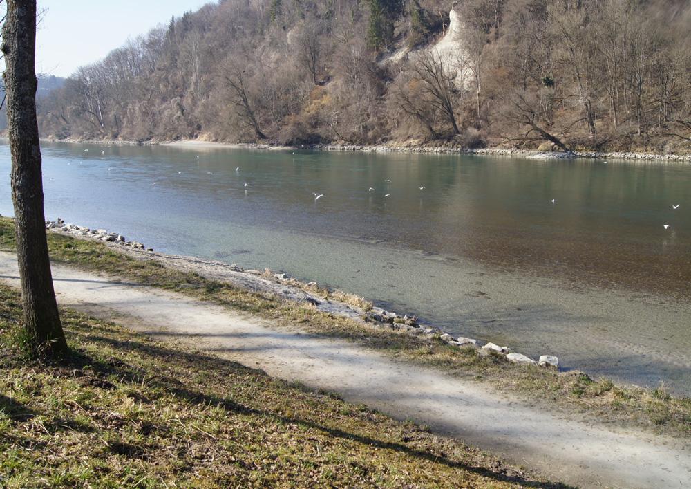 Inn spazieren kaltes klares Wasser