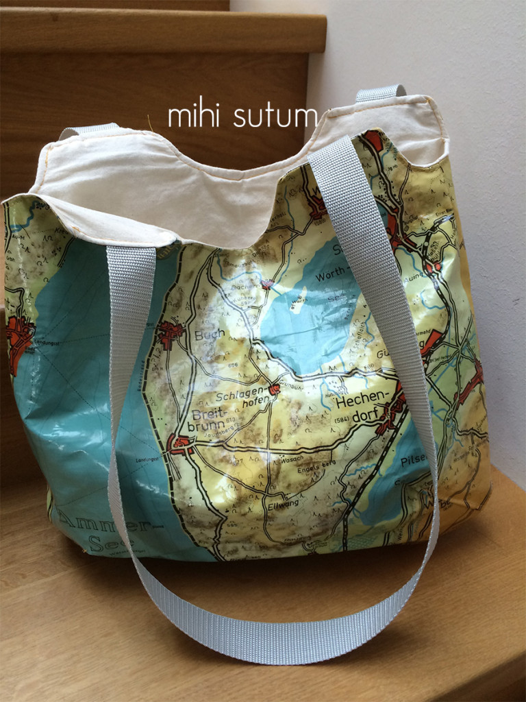 Kartenupcycling reversible bag Sta s1